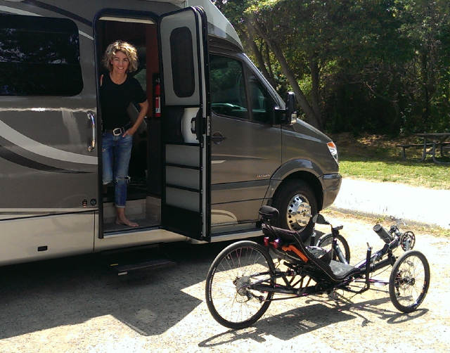 Nice RV rented from BlissRV (great service!), a fabulous trike and a gorgeous wife. Let's go!