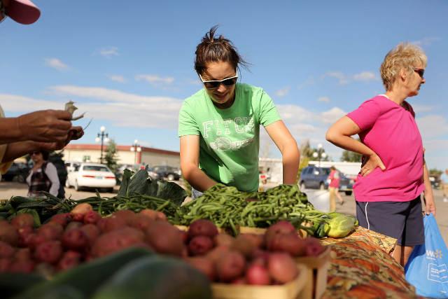 farmers-market-woman